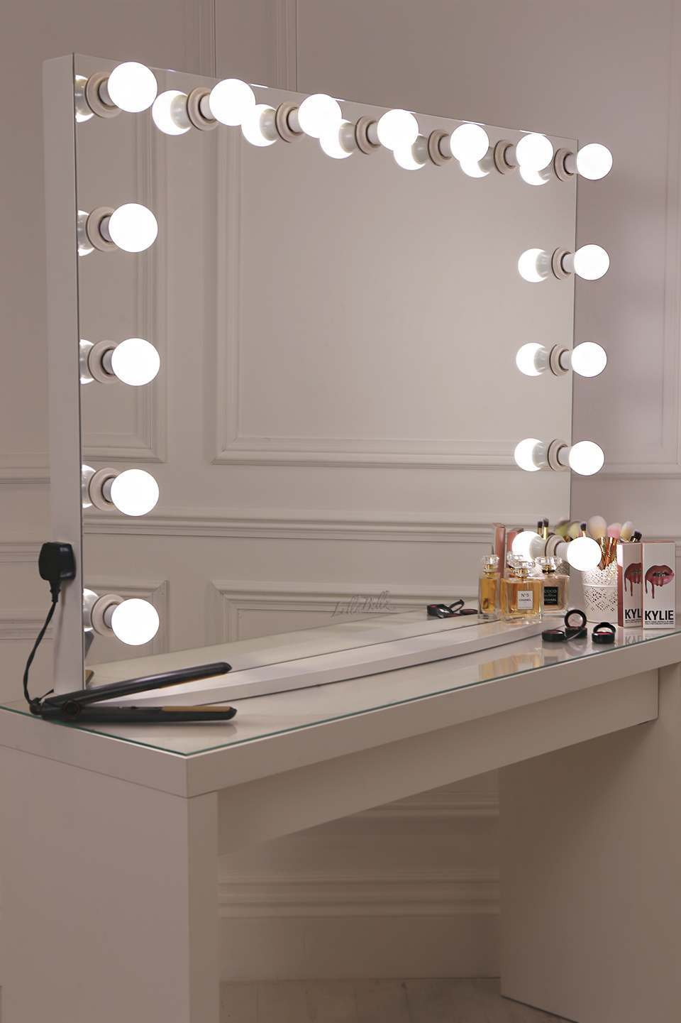 How to make hollywood vanity mirror lullabellz hollywood for Miroir hollywood ikea